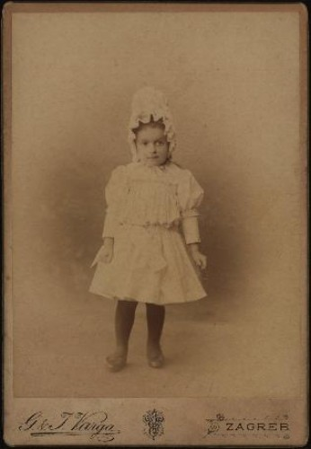 Portret djevojčice s bijelom kapom / G. & I.Varga