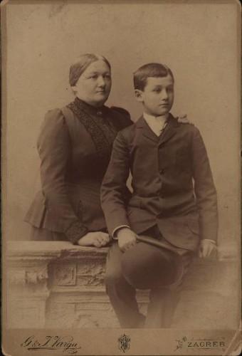 Portret žene s dječakom / G. & I. Varga