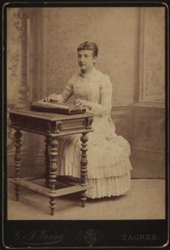 Portret žene s citrom / G. & I. Varga