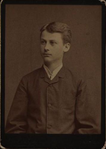 Ernest Miler u mladićkoj dobi / [Gjuro Varga] ; [izradio fotografski atelijer] G. & I. Varga