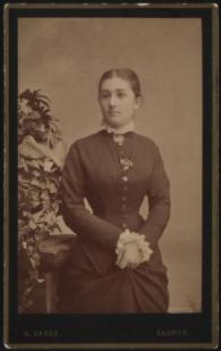 Portret žene u tamnoj haljini / G. Varga