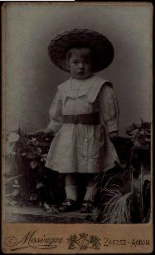 Portret djeteta sa slamnatim šeširom / Mosinger ; [izradio] Artistički zavod Mosinger