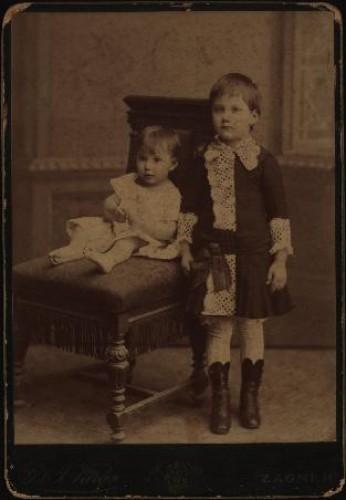 Portret dviju djevojčica / [Gjuro Varga] ; [izradio atelier] G. & I. Varga