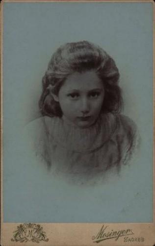 Portret plavokose djevojčice / Mosinger ; [izradio] Artistički zavod Mosinger