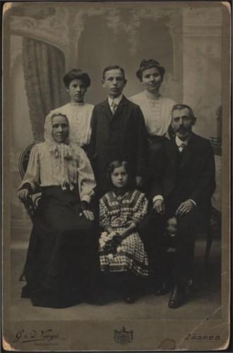 Skupni portret jedne obitelji / S. Weinrich - G. & I. Varga nasliednik
