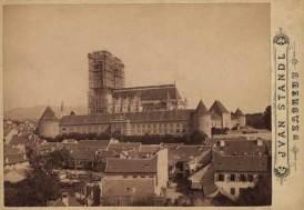 Zagrebačka katedrala pod skelama / Ivan Standl