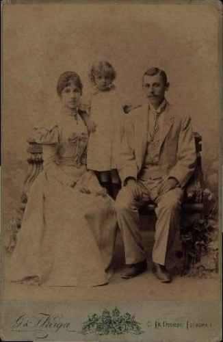 Portret obitelji s djevojčicom / G. & I. Varga