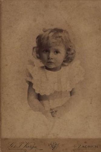 Portret djevojčice s plavim uvojcima / G.&I. Varga