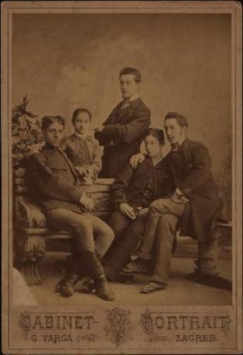 Skupni portret trojice muškaraca i dvoje djece / G. Varga